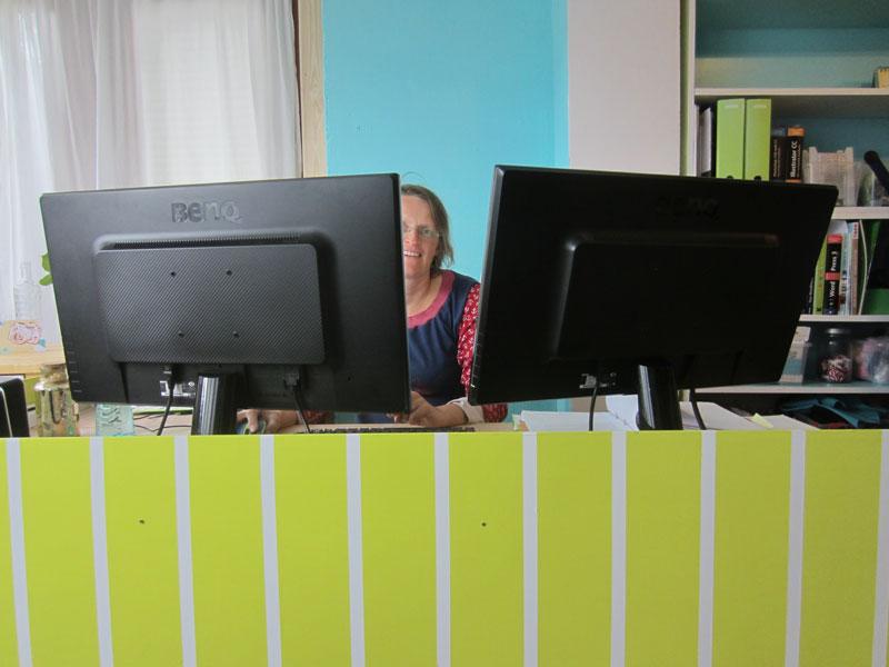 Der neue Schreibtisch nach dem Umbau